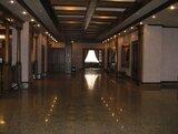 Холл 200 кв.метров. Рассчитан на организацию банкета до 170 персон + площадка для проведения развлекательной программы.